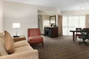 Embassy Suites Hotel Seattle Tacoma Airport suite